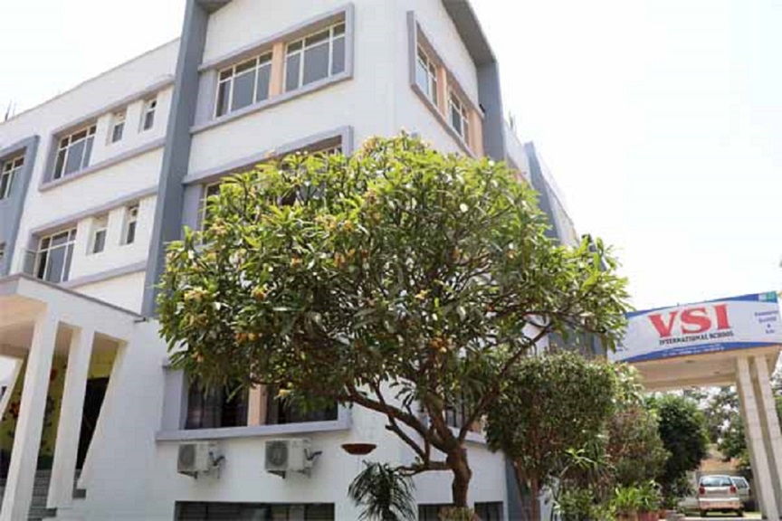 What should I look for in the best International school Jaipur?